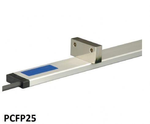 """""""Sensor de Posição Ultra Plano Altura: 8 mm, largura: 28 mm Faixa de medição: até 5750 mm"""""""