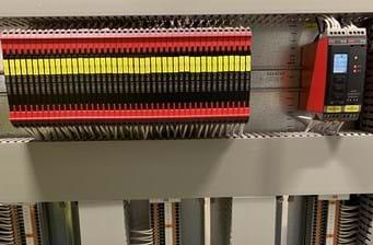 Dispositivos multifuncionais aumentam a flexibilidade e simplificam o gerenciamento de peças de reposição.
