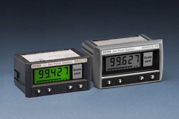 Estações de ponto de ajuste alimentadas por loop (geradores de ponto de ajuste) permitem que a corrente fluindo em um loop de 4/20 mA seja ajustada manualmente de dentro de uma área de processo. O display digital da estação de ponto de ajuste pode ser calibrado para mostrar a corrente de 4/20 mA em unidades de engenharia, permitindo assim que um operador ajuste facilmente um ponto de ajuste do controlador ou uma posição do atuador.