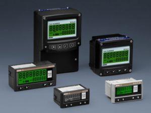 Esta ampla gama de totalizadores de taxa inclui modelos para uso com medidores de vazão de saída de pulso e 4/20 mA. A taxa de fluxo e o fluxo total são exibidos simultaneamente na mesma ou em diferentes unidades de engenharia. Todos os parâmetros são fáceis de ajustar no local, permitindo que esses totalizadores de taxa sejam usados com quase qualquer medidor de vazão. Os instrumentos podem ser fornecidos prontos para instalação com a configuração especificada pelo cliente, escala e marcação.